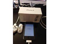 Apple i phone 4 8gb black + 5 phone cases