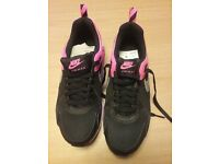 Nike air max size 4 brand new