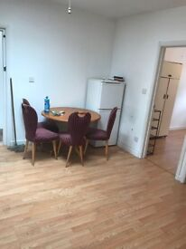 2 bed flat available close to watford junction