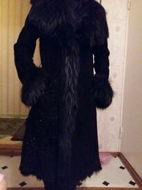 Beautiful womens sheepskin coat in Small size black colour worn few times very good condition