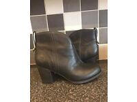 Timberland Black Leather Women's Boots Size 6