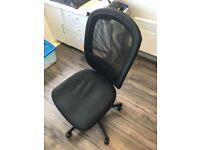 office chairs 1x black and 3x green with arms
