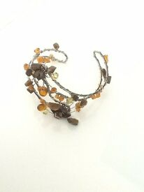 LADIES BANGLE. BROWN & AMBER STONES.