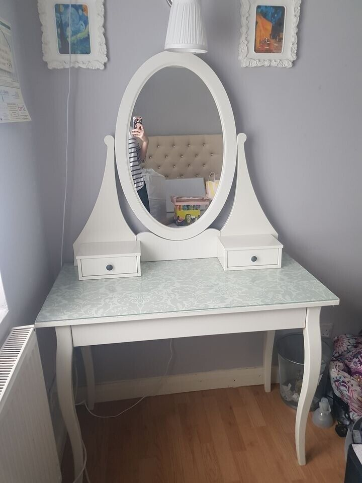 White Dressing Table With Oval Mirror, Mirrored Dressing Table Set Gumtree