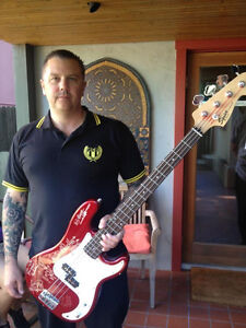 LEMMY-STOOGES-NOFX-RHCP-BAD-RELIGION-RAMONES-RANCID-Hand-Signed-Bass-Guitar
