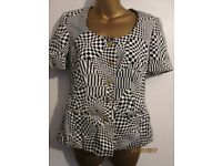 VINTAGE RETRO BLACK AND WHITE SQUARE PATTERNED BLOUSE SIZE 8/10 SHORT SLEEVED