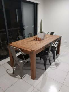 Dining table / chairs & TV unit