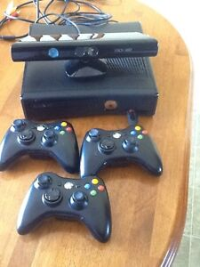 Xbox 360 & Kinect with 3 controllers & 20 games