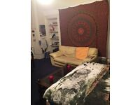 Double room for rent in Glasgow West end (1 month, August)