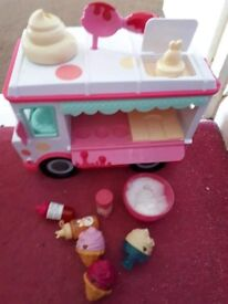 Nom nom lipgloss truck