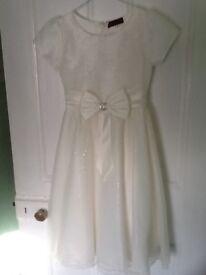 Bridesmaid dress. Ivory. Age 7-8