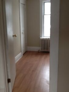 Centrally located 1 bedroom upper available immediately $975