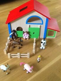 Wooden farm and figures. Good condition.