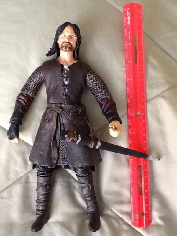 """2003 Marvel Lord of the Rings HELMS DEEP ARAGORN Action Figure 11"""" LOTR"""