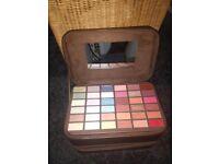 make up gift set eyeshadow case
