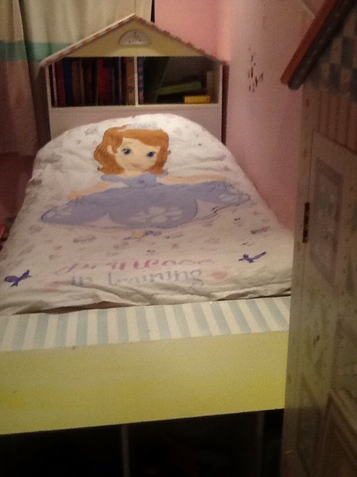 Matrimonio Bed Beda : Free very pretty child s bed with pull out trundle beda
