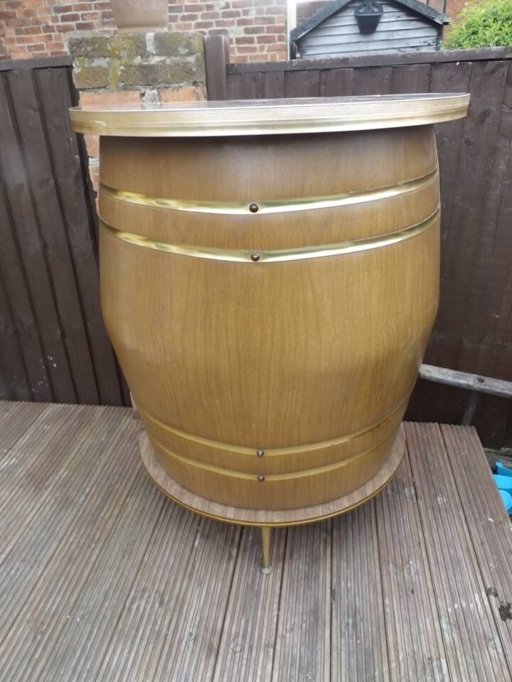 Vintage retro barrel styled cocktail bar, in excellant condition.