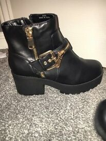 Woman size 6 River Island ankle boots
