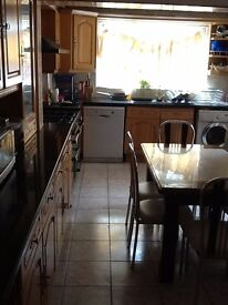 Beautiful Double Room in a 3 floor Victorian House. ALL INCLUSIVE!
