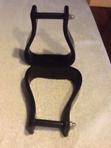 Black plastic oxbow stirrups Stroud Great Lakes Area Preview