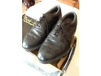 Pair of black leather foot joy golf shoes size 8 £20.00