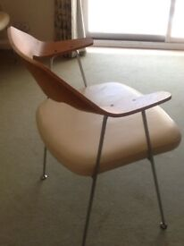 Beautiful 4 dining chairs,very trendy, wooden back, chrome legs, very comfortable.