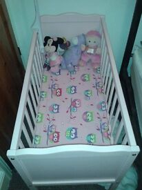pink baby crib with mattress and bedding immaculate condition