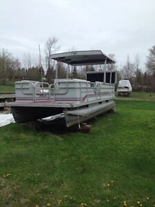 20'  pontoon boat with brand new trailer