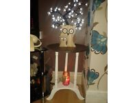 BEAUTIFUL VINTAGE / SHABBY CHIC STYLE PEDESTAL SIDE /LAMP TABLE