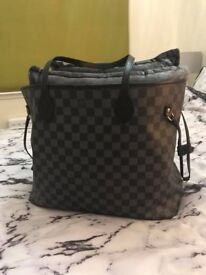GENUINE Louis Vuitton Neverfull in Black plus Matching Purse, GM SIZE