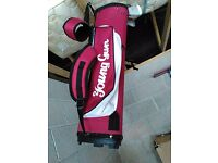 Young Gun 2: 4 Mid-size Golf Clubs & Bag (8-11 years)