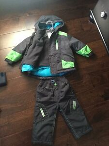 Old navy boys snow suit 12-18 mobth