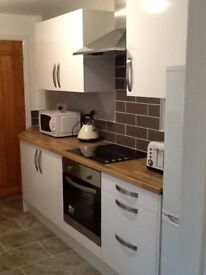 ROOMS TO LET IN A 4 BED HOUSE ALL 4 ROOMS AVAILABLE FOR A GROUP OF FRIENDS /COLLEAGUES / STUDENTS