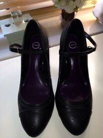 Black court shows from Evans size 8