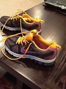 Ladies nike runners size 8