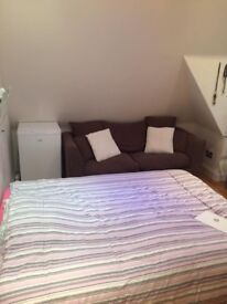 Bedroom to rent in Hendon Central