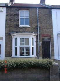 2 Bedroom terrace house with lounge, fitted kitchen, conservatory room & downstairs bathroom