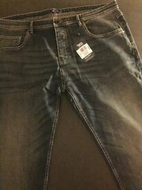 "CHARLESWILSON MENS JEANS SIZE 40 "" WAIST INSIDE LEG 33"" BRAND NEW TAGS ON"