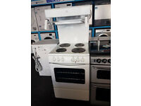 M635 white newworld 55cm solid ring electric cooker comes with warranty can be delivered or collect