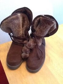 Brown boots by Ella