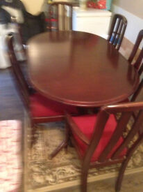 MAHOGANY TABLE WITH 6 CHAIRS 2 ARE CARVERS