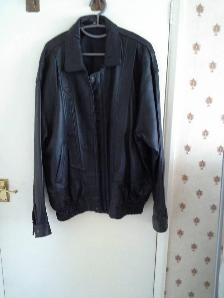 LEATHER JACKETin Liskeard, CornwallGumtree - Black leather jacket. Front zip. Unisex. Fit chest 24/26. Worn once. Bought on a whim on Spanish holiday