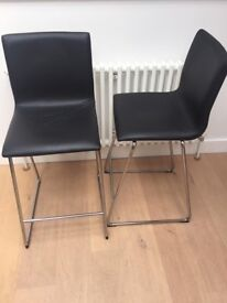 2 Bar Chairs / High chairs in Leather