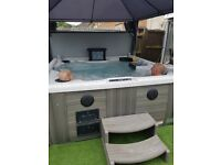 Down east master spa 7 seater hot tub inc tv and stereo pop up speakers