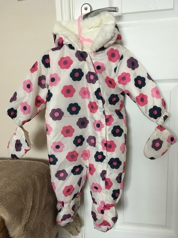 5ed1b356e415 Girls Snowsuit Age 6-9 months