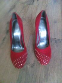 Hello sell women's shoes size 5 very good condition