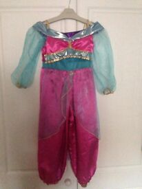Disney Store Jasmine from Aladdin reversible outfit 3-4 years.