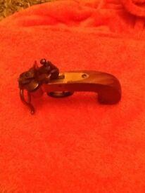 Lighter flintlock tinder pistol