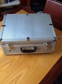 CD BOX FLIGHT CASE IN EXCELLENT CONDITION