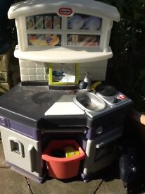 Toy kitchen. Good condition. Speaks and sings but no batteries included.